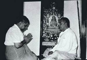 An image shows iconic Vipassana Meditation teacher S.N. Goenka bowing before his teacher Sayagya U Ba Khin.